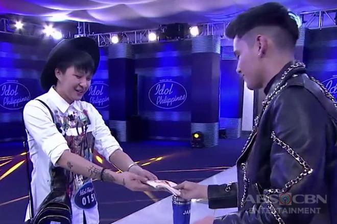 Idol Philippines 2019 Auditions: Elle, ibinigay ang kanyang regalo kay James